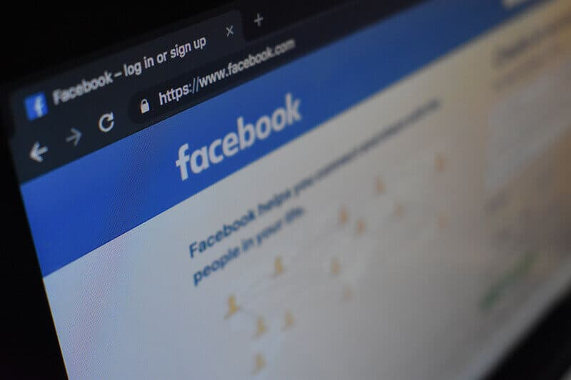 social-media-facebook-screen